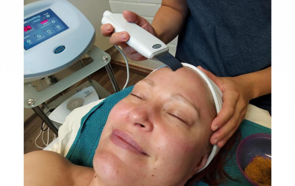 Paras kasvohoito kesän jälkeen: kaipaako ihosi puhdistusta, kiinteytystä tai kosteutusta?